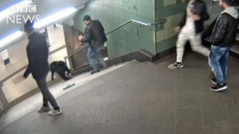 Elkapták a férfit, aki lerúgott egy nőt a lépcsőn a berlini metróban