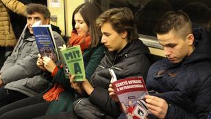 A budapestiek is szeretik a könyves trollkodást a metrón