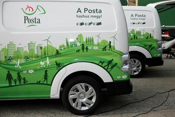 Villanyautókat állít szolgálatba a Magyar Posta