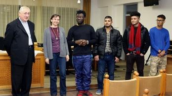 Menekülteket fogadott be a körmendi plébános