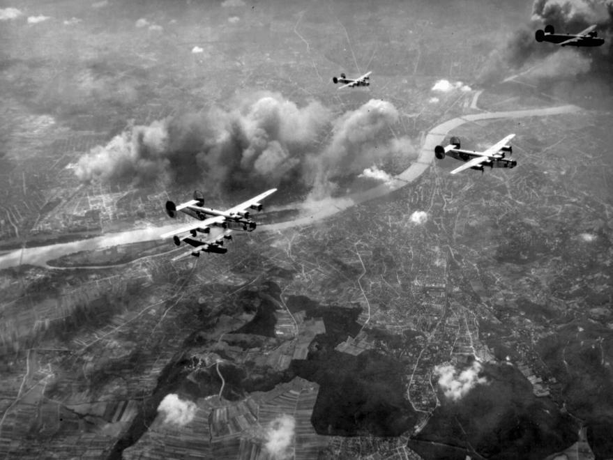 a főváros bombázása Pesthidegkút felől nézve.