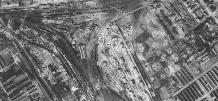 A Ferencvárosi pályaudvar és környékére becsapódott bombák nyomai