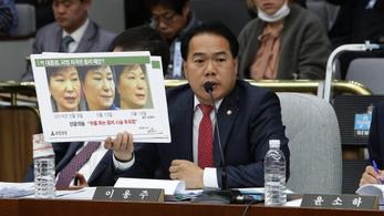 Lemondott a dél-koreai kormánypárt vezetése