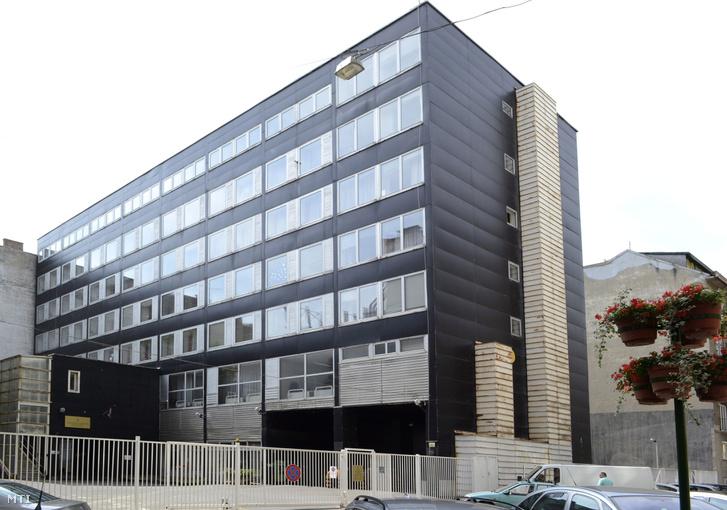 A NAV Pest Megyei Adó- és Vámigazgatósága - Kresz Géza utcai - Központi ügyfélszolgálatának épülete a főváros XIII. kerületében.