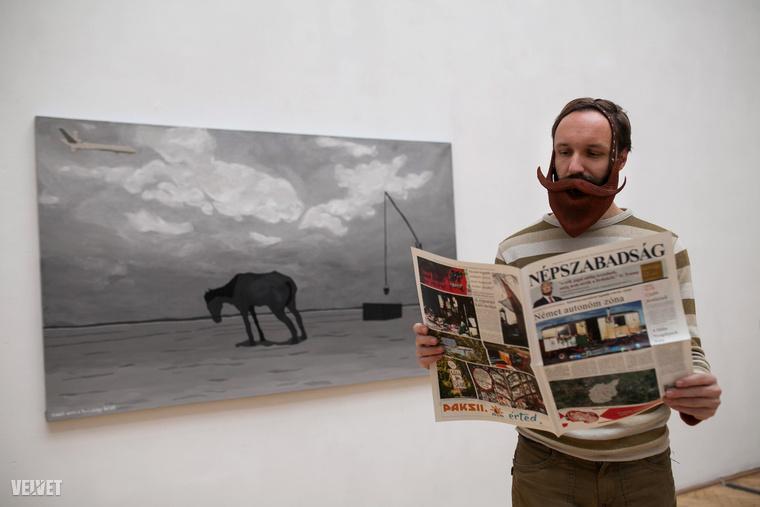 Ez a kép a Képzőművészeti Egyetem Barcsay termében  (ez az Andrássy út 69-ben van) készült rólam, nem sokkal a DLADLA 100 című kiállítás megnyitója előtt