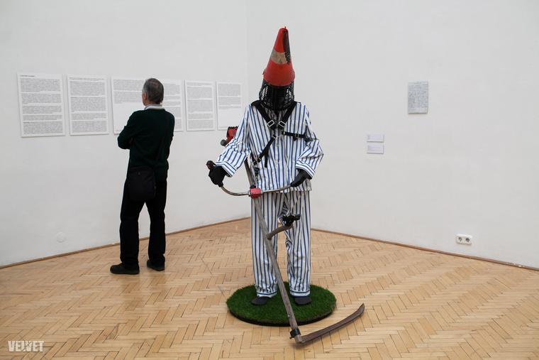 Kicsiny Balázsnak ez az installációja a Megalkuvó forradalmár címet kapta