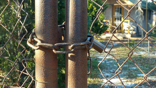 Egy 66 éves férfi ágyában találták meg a Cegléden eltűnt 7 éves kislányt