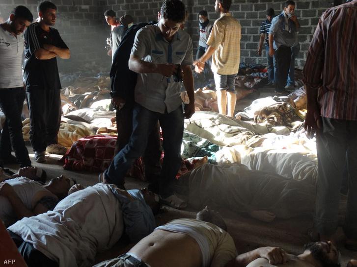 A szíriai ellenzéki médiában megjelent felvétel a 2013-as damaszkuszi gáztámadás áldozatairól