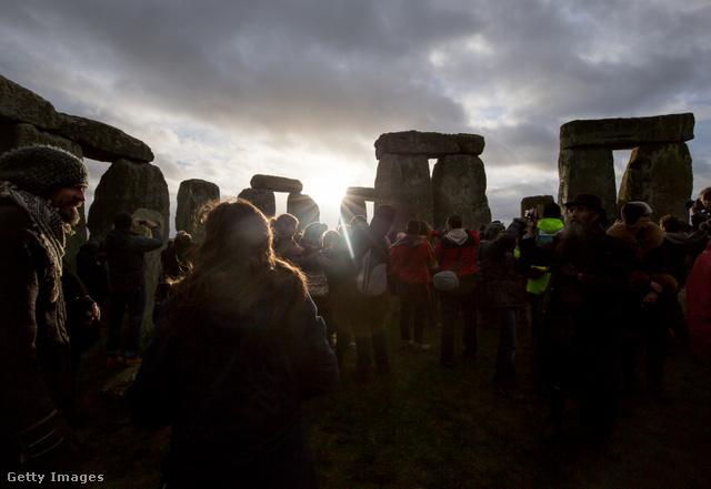 Stonehenge - A monumentális őskori építménynél hatalmas fesztiválokkal ünneplik a napfordulókat