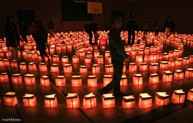 A Fény Labirintusa egy gyönyörű, 700 viaszgyertyából épített installáció