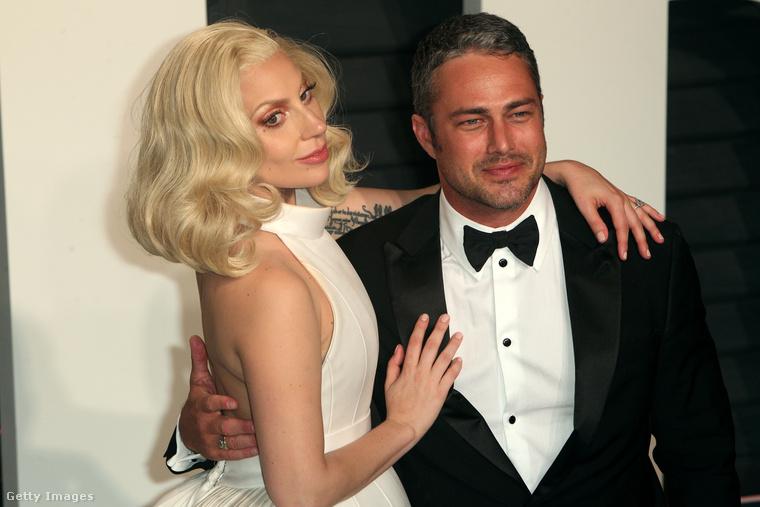 Lady Gaga és Taylor Kinney még idén februárban, a Vanity Fair Oscar-partiján.