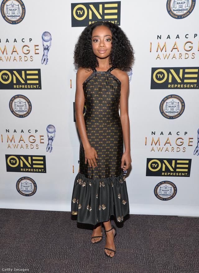 """A 14 éves gyerekszínésznő, Skai Jackson a 47.NAACP-gálán jelent meg Abodi 'Vatican mermaid dress"""" ruhájában Pasadénában."""