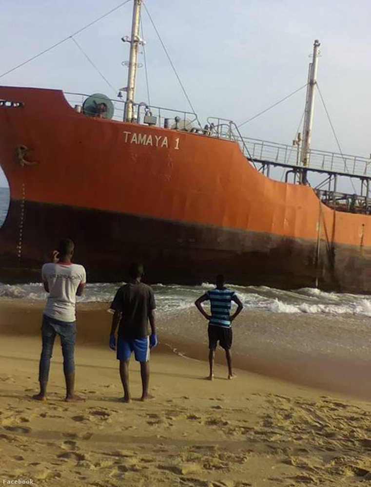 A hatalmas panamai olajtanker, amit a képen láthat, három héttel az eltűnése után, májusban sodródott ki Libériai partraira