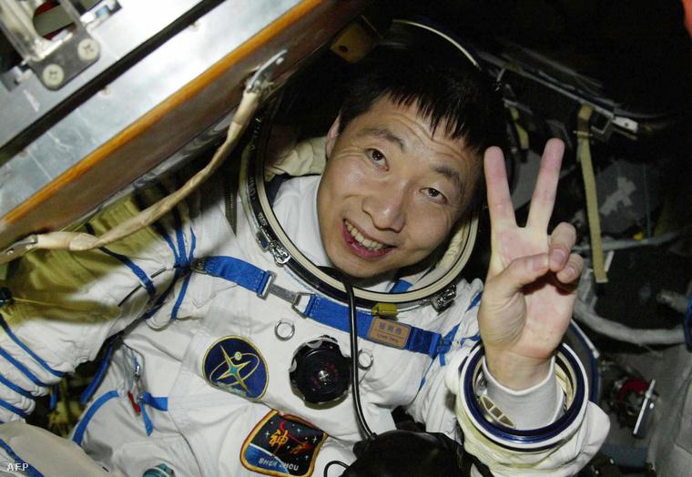 Az 51 éves Jang Li-vej 2003 októberében első kínaiként juthatott el a világűrbe, de útja során valami olyasmit tapasztalt, amire a hosszas tréning sem tudta megfelelően felkészíteni