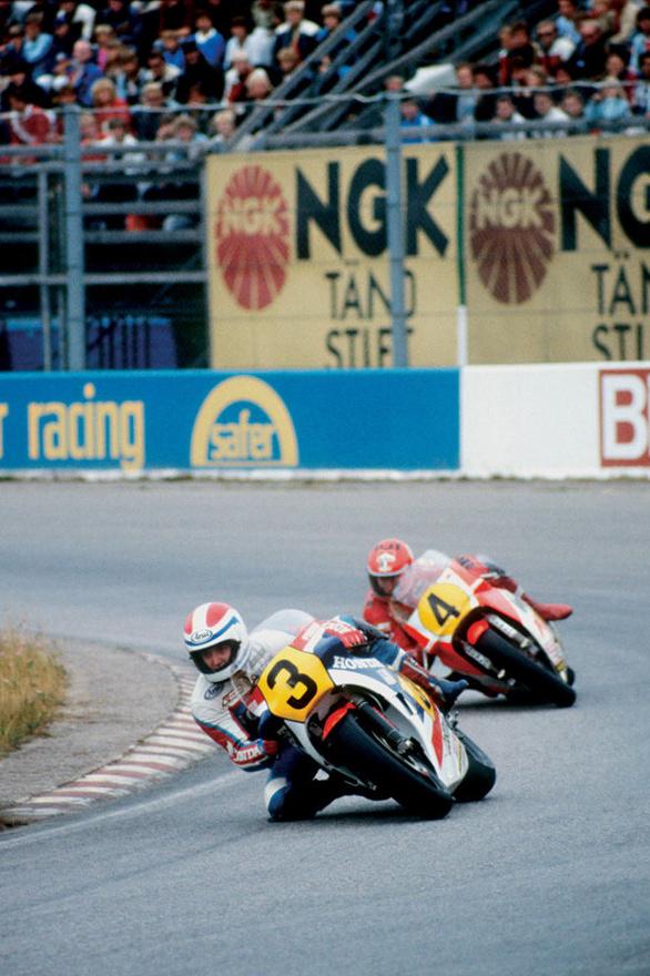 Az 1983-as szezon Freddie Spencer és a yamahás Kenny Roberts csatájáról szólt. Csak ők csíptek el pole pozíciót, és nyertek futamot. Spencer két ponttal zárt Roberts előtt, és megszerezte a Honda első királykategóriás vébécímét