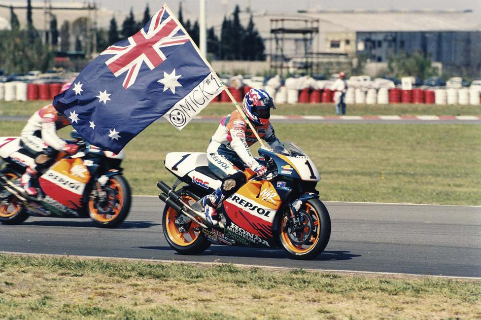 Doohan igazi legendává vált a Honda színeiben: 1994-től zsinórban ötször lett világbajnok. Utána még a spanyol Alex Crivillé is nyert egyet...