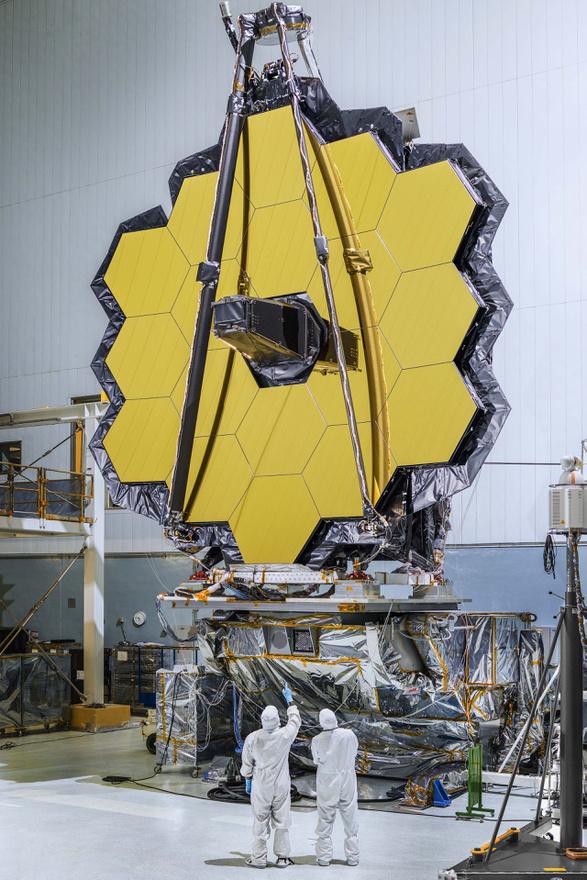 Október 28. Elkészült a James Webb Space Telescope 18 hatszög alakú részből álló fő tükre. A JWST lesz a NASA, ESA és CSA következő generációs űrteleszkópja, amivel a Hubble-t váltják majd ki.