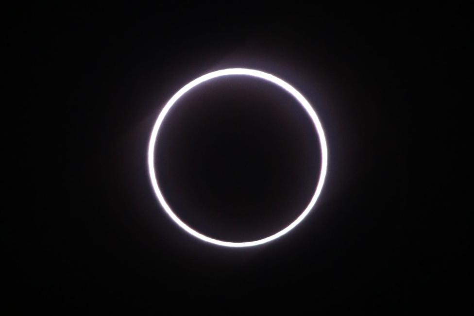 Szeptember 1. Gyűrűs napfogyatkozás az Indiai-óceán térségében.