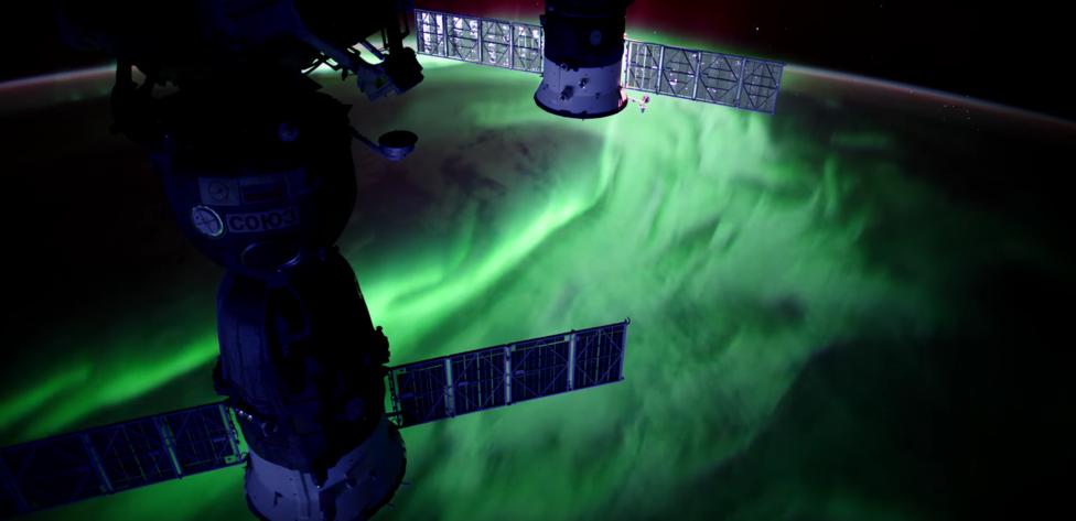 Április 19. Káprázatos sarki fény a Nemzetközi Űrállomásról nézve.