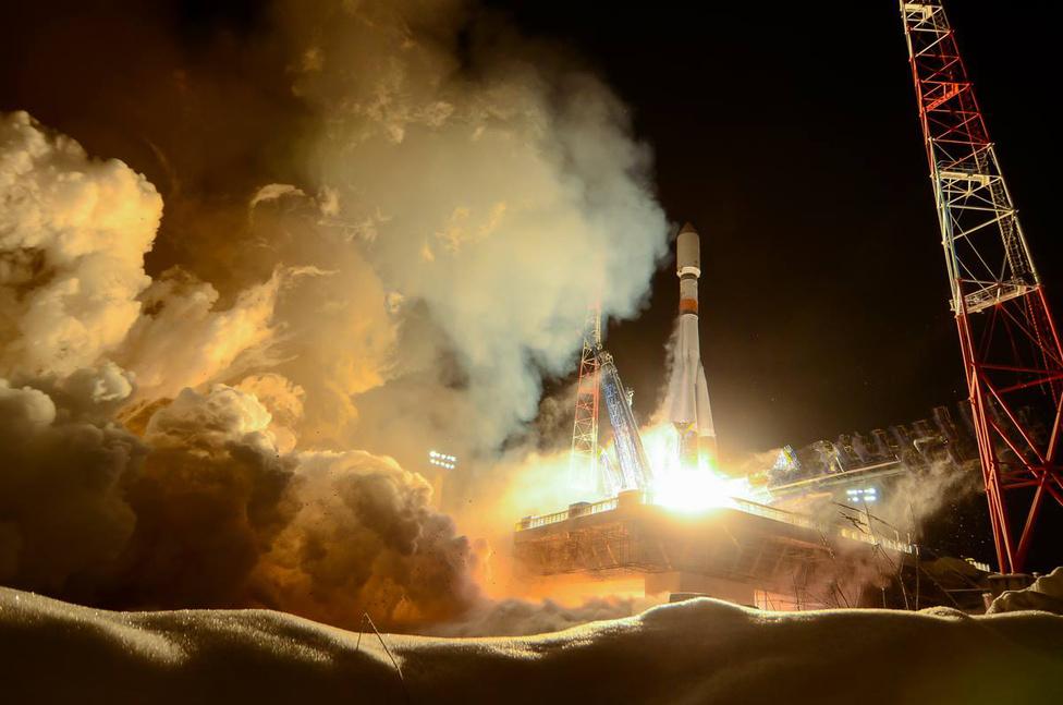 Február 7. Egy Soyuz-2.1b rakéta startja a behavazott pleszecki űrkikötőből. A rakéta egy Glonass navigációs műholdat állított pályára.