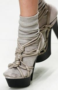 A Burberry zokni-szandál párosítása nyárra