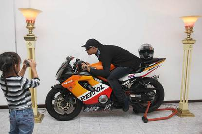 Motorcycle Mounted Corpse-thumb-415x276-8426