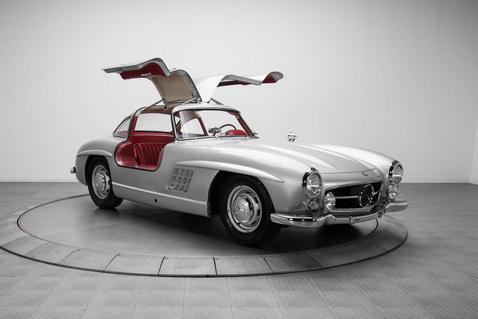 Mercedes-Benz-300-SL-1