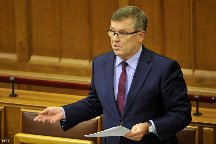 Matolcsy György, a Magyar Nemzeti Bank elnöke az Országgyűlés plenáris ülésén 2016. november 28-án.