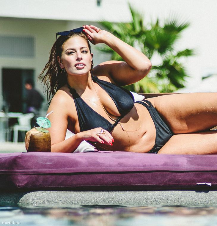Ha maradt még önben kétség, és szeretne megbizonyosodni arról, hogy a modell tényleg tetőtől talpig jó nőnek számít-e, akkor meleg szívvel ajánljuk azokat a bikinis fotókat, amik egy mexikói strandon születtek róla