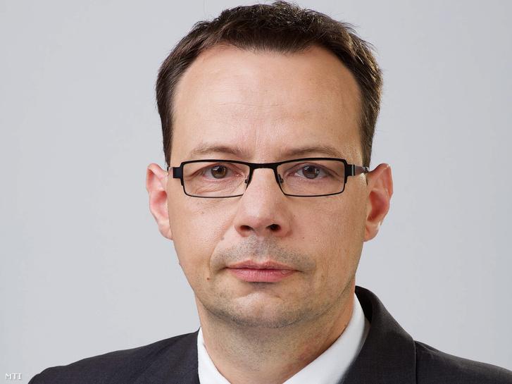 Dr. Simon Attila István