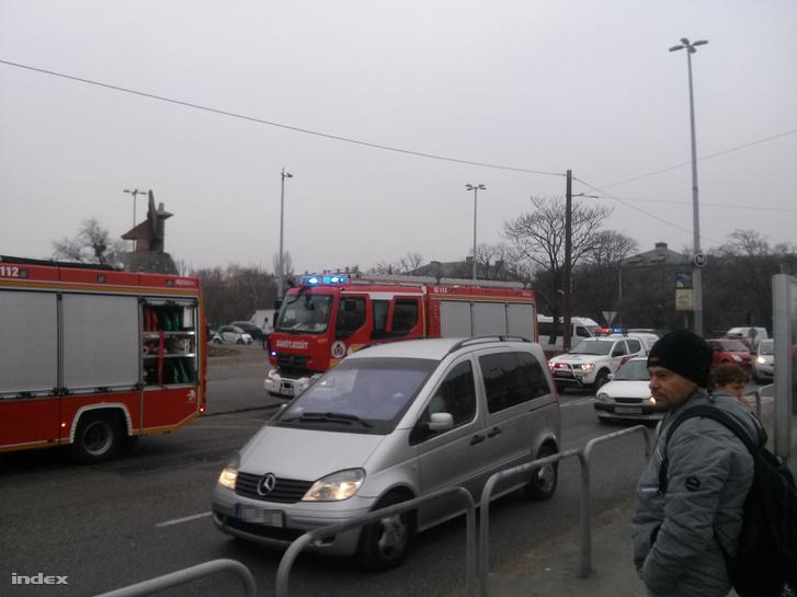 Tűzoltók a metró Nagyvárad téri megállójánál