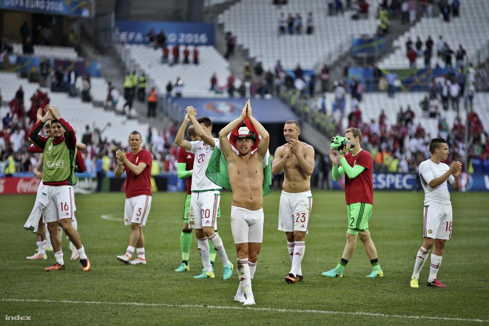 Bernd Storck válogatottjától előzetesen semmit nem várt a nemzetközi közvélemény, és itthon is a tisztes helytállás volt a maximum, amit a csapattól várni lehetett. Aztán mégsem így történt: rögtön az első meccsen legyőztük a jóval esélyesebb, jegyzett játékosokból álló osztrák válogatottat, majd Izland ellen is elértünk egy döntetlent, úgy, hogy a meccs nagy részében a magyar csapat támadott. Végül jött a portugálok elleni gólfesztivál: az Eb sokaknak okozott csalódást a kevés gól és a biztonsági játék miatt, de ez a meccs kivétel volt. Hat gól, és ebből hármat mi szereztünk, Cristiano Ronaldo nem véletlenül kapott dührohamot. A meccs alapján senki nem gondolta volna, hogy ez a portugál válogatott végül megnyeri az Eb-t, mégis így történt, a magyarok utolsó meccse pedig nagy verést hozott Belgium ellen, mégis büszkék lehettünk az erőn felül teljesítő, és rengeteg új szurkolót szerző csapatra, melyet Franciaországba is sokan elkísértek.