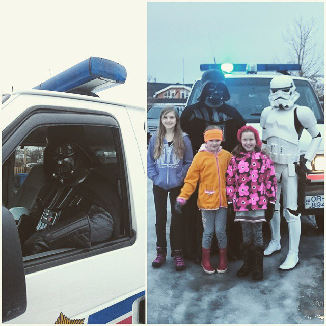 Munkaköri kötelesség Star Wars jelmezben fotózkodni a gyerekekkel