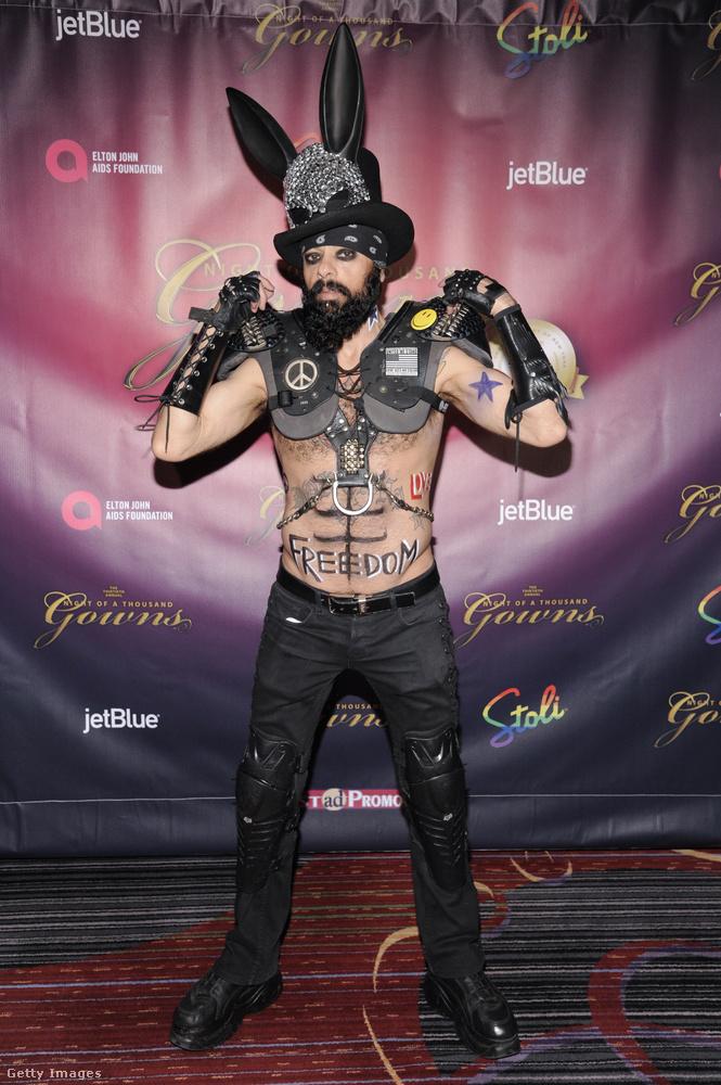 Montana Vasqueznek hívják ezt a meghökkentő külsejű személyt, aki a 30th Annual Night Of A Thousand Gowns nevű eseményen vett részt a Marriott Marquis-ban a Times Square-en New Yorkban márciusban.