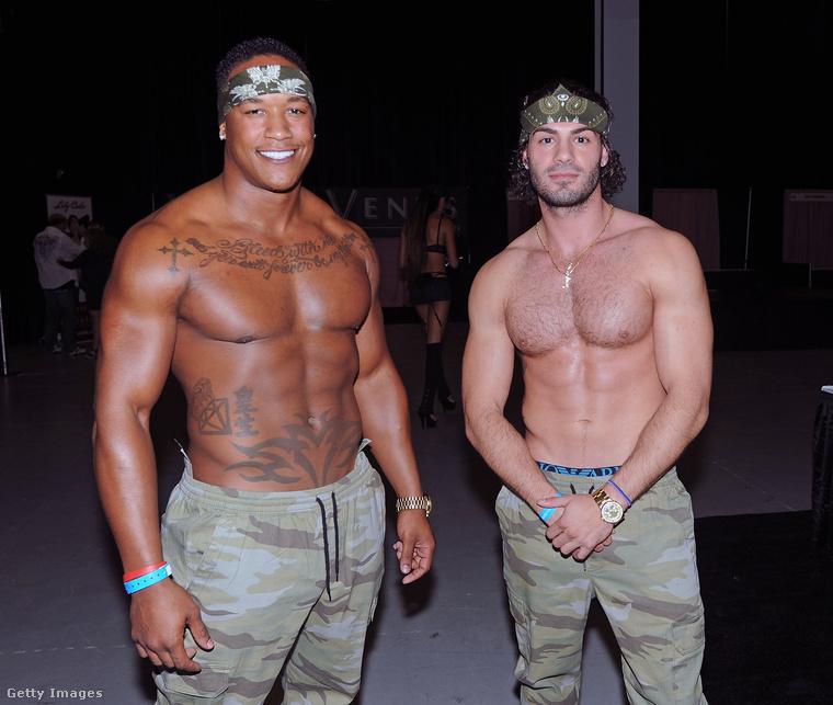 Ez a két fiatalember októberben az EXXXotica nevű erotikus kiállítás házigazdájaként dolgozott