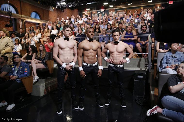 Már megint chippendale-ek! Ezúttal a Late Night With Seth Meyers című beszélgetős műsor május 25-i felvételén.
