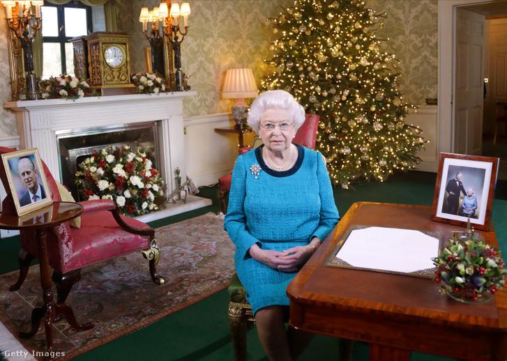 II. Erzsébet 2016. december 24-én Londonban, a Buckingham Palotában