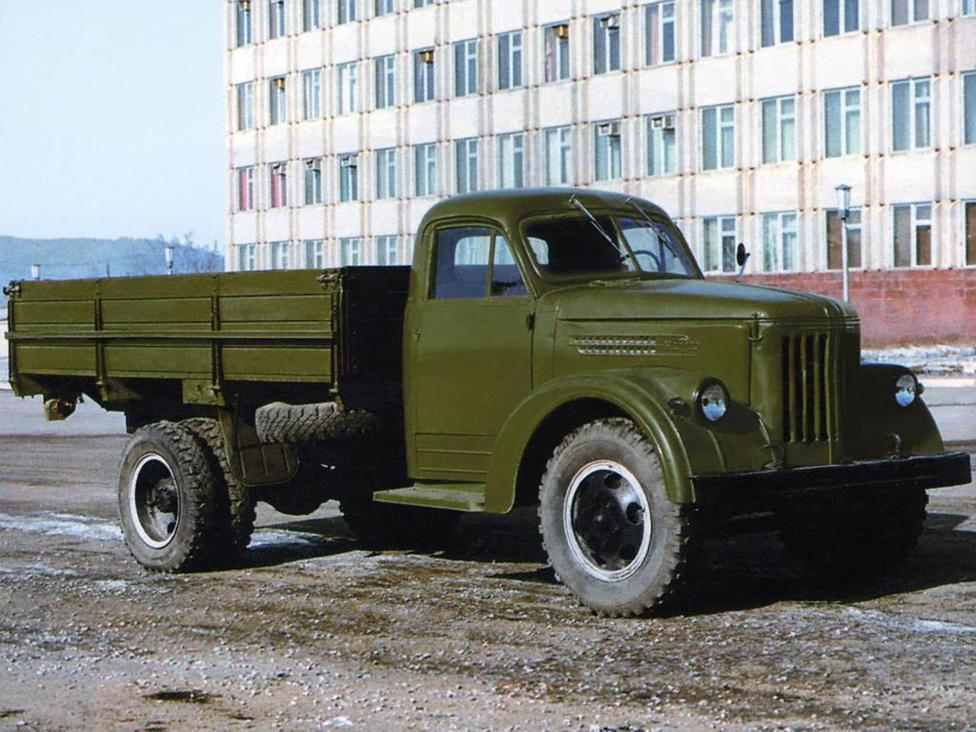 Az URALZISZ 355-öt 1956-ban mutatták be, ez egy alaposan áttervezett ZISZ 5 volt. Nem is igazán váltotta be a hozzáfűzött reményeket.