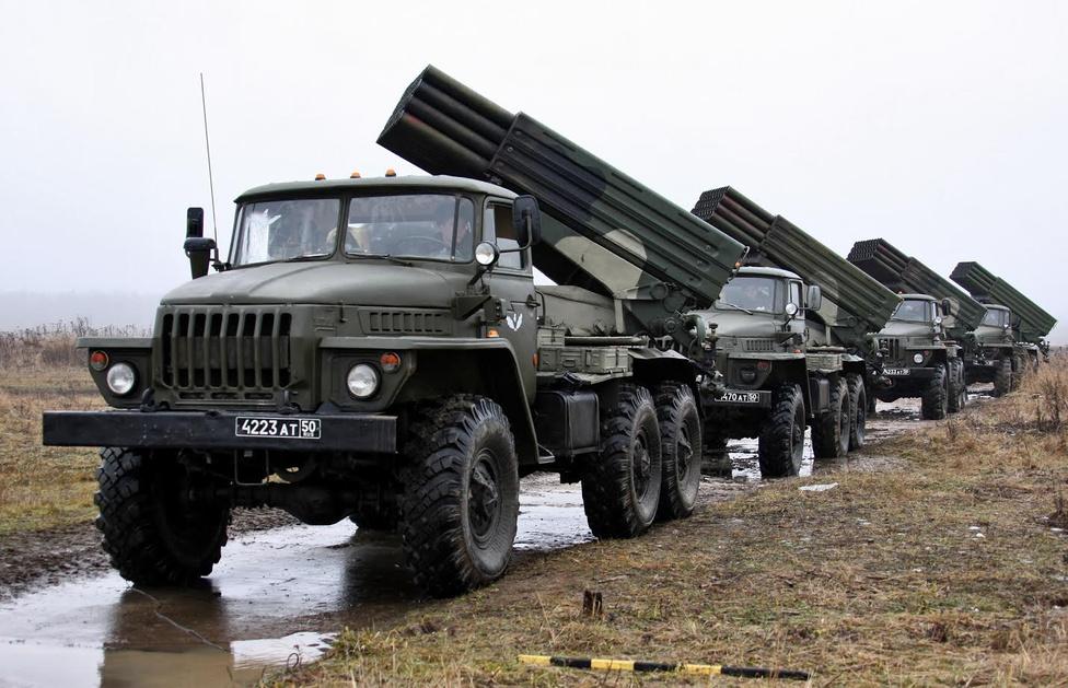 Az Ural 375-ösök épp kapóra jöttek, amikor egy hordozójárművet keresett a hadsereg az új fejlesztésű Grad (jégeső) rakétarendszerének, ami gyakorlatilag egy új fejlesztésű Katyusa volt. Az 1968-ban rendszerbe állított Katyusa annyira hatékony volt, hogy 12 ilyen 1969-ben egy teljes kínai hadosztályt futamított meg. Ezzel el is kezdődött az Ural 375 körüli legendagyártás, ugyanis a mai napig tartja magát az a tévhit, hogy a valójában 600-800, a tévhit szerint több ezer kínai katona pusztulását és a csata megnyerését egy új szuperfegyvernek köszönhették a szovjetek.