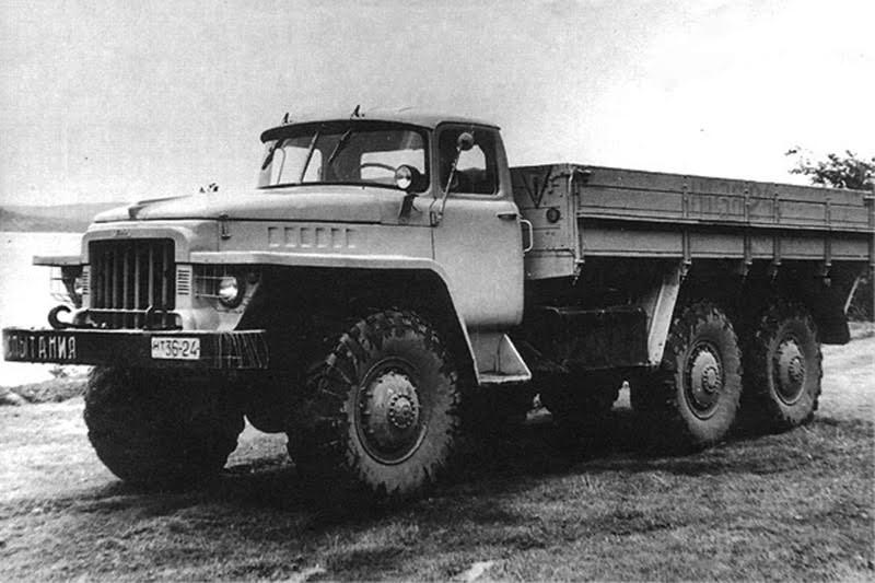 A szovjet autóipari tudományos intézet (NAMI) 1961-ben kiadott egy iránymutatást, amely szerint a Szovjetunió járműiparának törekednie kell az egységesítésre. Ez az iránymutatás érintette a terepjáró teherautókat is. Ebben a szellemiségben készült el előbb a KRAZ 222 1963-ban, a legendás 255B elődje, majd 1965-ben az Ural 375 prototípusa is. A széria 375-ösök már az Ural nevet viselték.