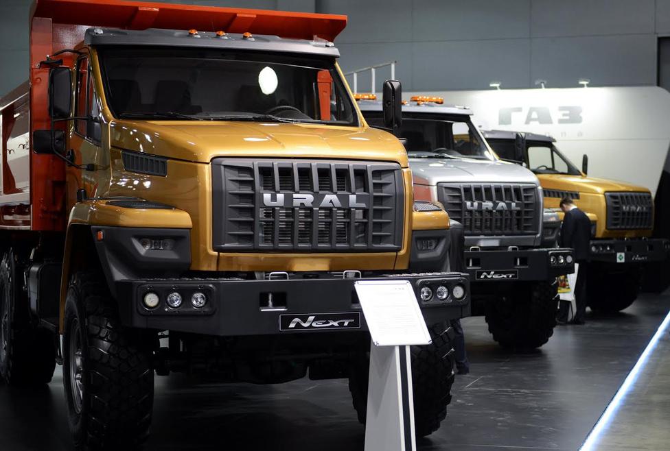 Az Ural Next számos változatban – például tűzoltó, busz, darus- vagy tartálykocsi – kapható, és elérhető a CNG-meghajtású változata is. A GAZ-csoport egyre inkább a Nextre helyezi a hangsúlyt, ezért nemrég egy kissé kitisztították a portfoliót, így úgy néz ki, hogy a régi típusoktól lassan elbúcsúzhatunk.