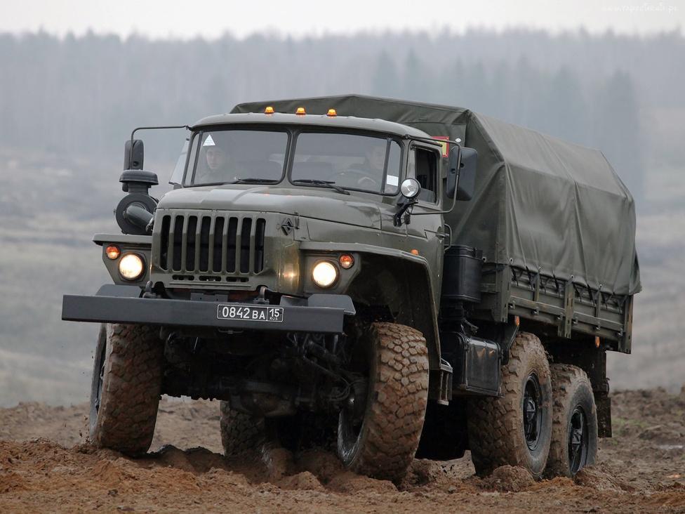 Az Ural 375-ös a hetvenes évek végére már kissé elavult. Így a továbbfejlesztett, nagyobb teherbírású, jobb terepjáró-képességű és csörlővel felszerelt Ural 4320 lett a legenda. Aki nem is volt katona, az is számos hihetetlen történetet halott már az elpusztíthatatlan, mindenen átgázoló, robusztus teherautóról, amelynek a mai napig számos változata megtalálható Oroszországban és a volt KGST-országokban, köztük a Magyar Honvédségnél is. A 4320-ast még most is gyártják Miasszban.