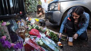 Gyűlnek a csokrok és a megható üzenetek George Michael háza előtt