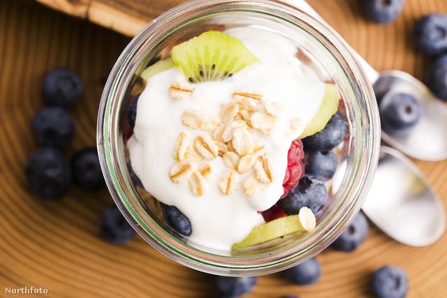 Gyümölcs, joghurt, magvak