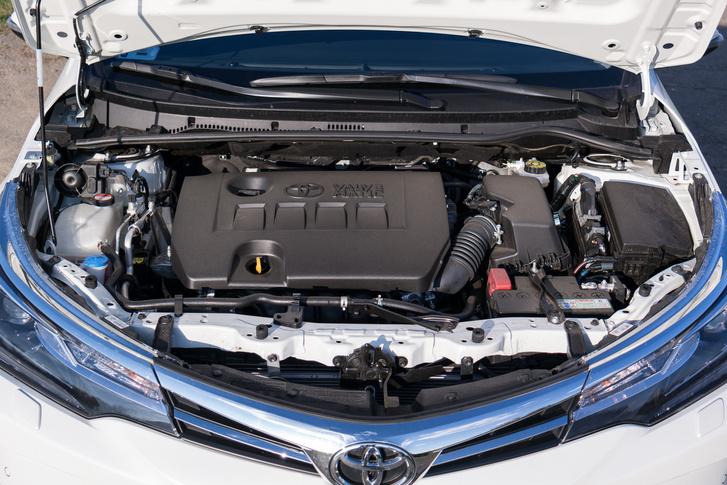 Gyöngyszem: az 1,6-os Valvematic motor, még csak nem is közvetlen befecskendezéses, ha valamiért, hát ezért kell Corollát venni