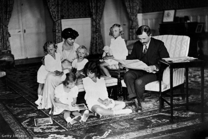 Az uralkodó családja körében