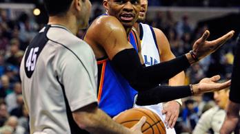Westbrook kiborult, lezavarták a pályáról a bírók