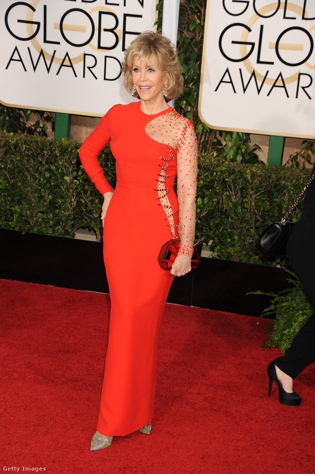 Versace ruhában ment a 2015-ös Golden Globe-díjátadóra.