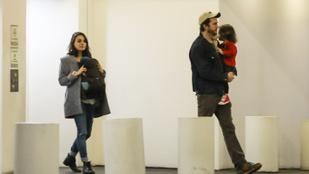 Egyelőre ennyit láthat Mila Kunis és Ashton Kutcher második gyerekéből