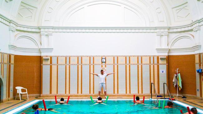 Patinás fürdőkben elegánsan megbújt wellness a magyar vidékről
